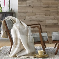 Salon cosy avec revêtements muraux en chêne